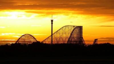 Holzachterbahn Colossos bei Sonnenuntergang Heide Park Resort, 201