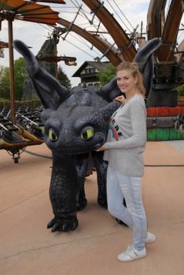 Nina Bott mit Ohnezahn Foto: Heide Park Resort, 2016
