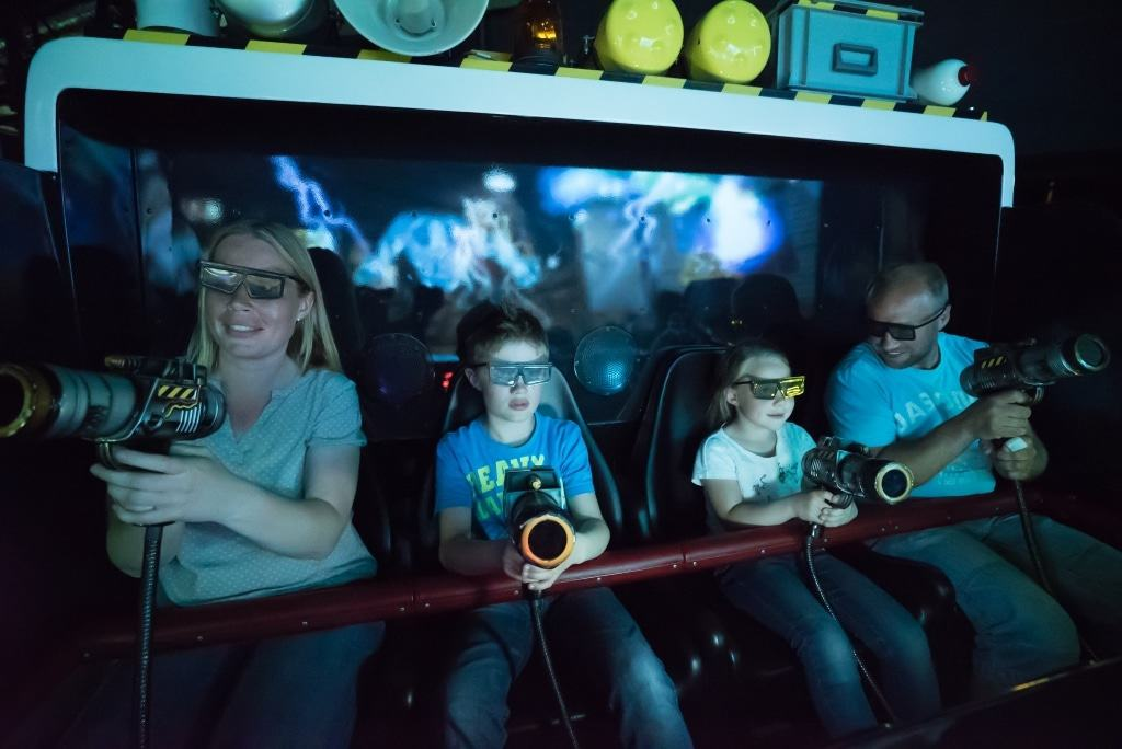 Familien in Ghostbusters 5D - Die ultimative Geisterjagd Foto: Heide Park Resort, 2017