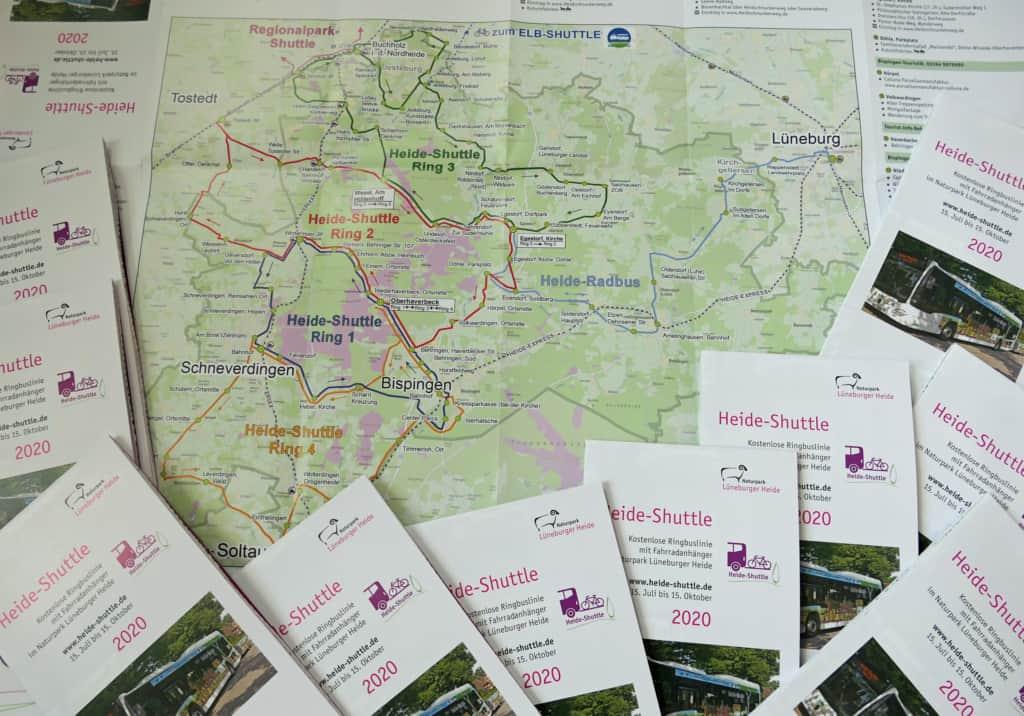 Der Heide-Shuttle-Fahrplan liegt bereits in allen Tourist-Infos und vielen Rathäusern des Naturparks Lüneburger Heide aus und ist online unter www.heide-shuttle.de abrufbar. Foto: Naturpark Lüneburger Heide