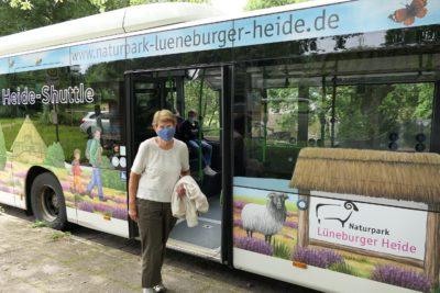Die Gäste des Heide-Shuttles hielten sich am vergangenen Donnerstag an die Corona-Auflagen. © Naturpark Lüneburger Heide