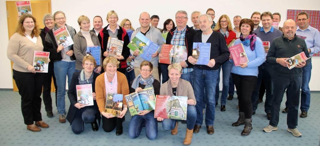Touristiker aus dem Landkreis Rotenburg (Wümme) präsentieren den neuen Katalog 2017 © TouROW
