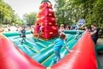 Eine Riesen-Hüpfburg darf auf keinem Sommerfest fehlen. Foto: Wildpark/Thomas Ix