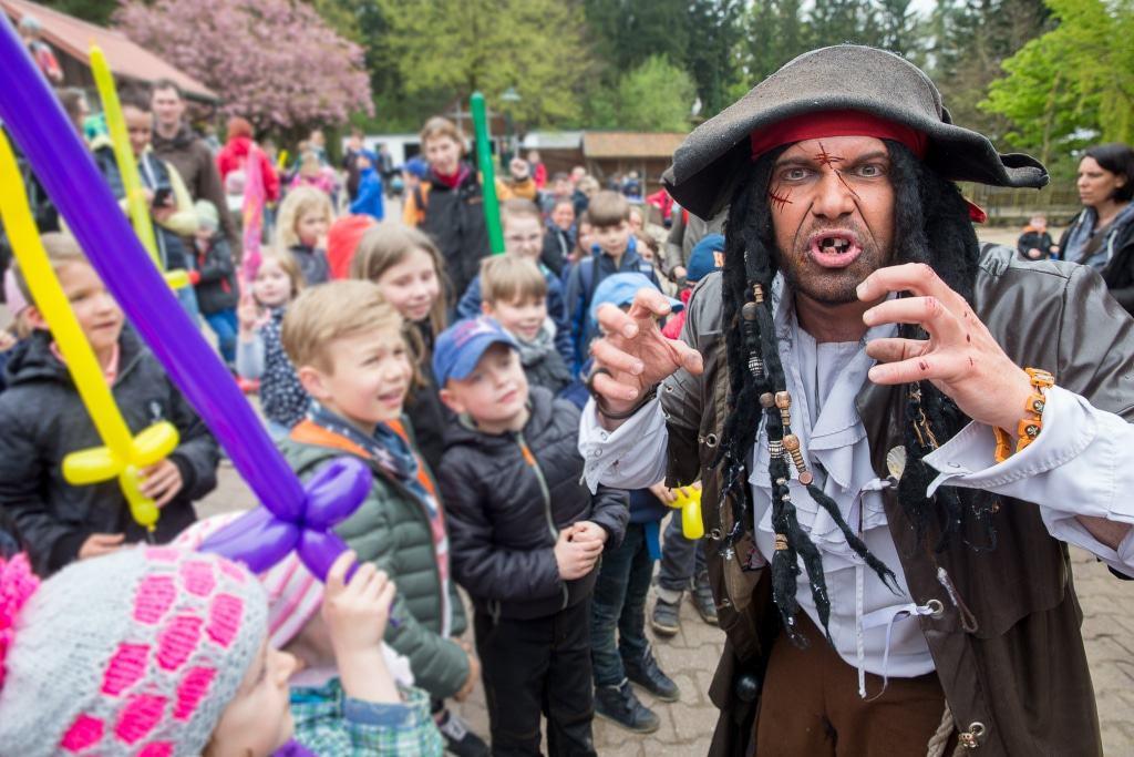 Kapitän Schwarzbart ist ein verwegener Bursche, aber die Kinder lieben ihn! Foto: Wildpark/Thomas Ix