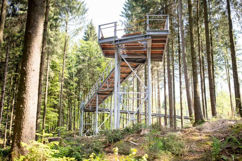 Die erste, 25 Quadratmeter hohe Plattform befindet sich auf einer Höhe von rund 9 Metern. Die höchste Plattform wird am Ende auf 21 Metern sein. Foto: Thomas Ix