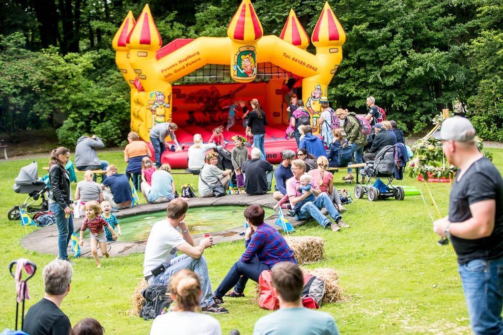 Beim Willi-Wildpark-Kinderfest am 4.August darf die Hüpfburg auf keinen Fall fehlen. Die Besucher können sich auf eine buntes Programm mit vielen Aktionen freuen. Foto: Thomas Ix
