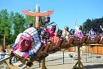Die Westernstadt, die vor allem Kinder unter 12 Jahren begeistert, liegt am Eingang der Kindermeile auf 3.500 Quadratmetern. Ab vier Jahren kann die rasante Indianer-Achterbahn erobert werden. Foto: Heide Park Resort, 2017
