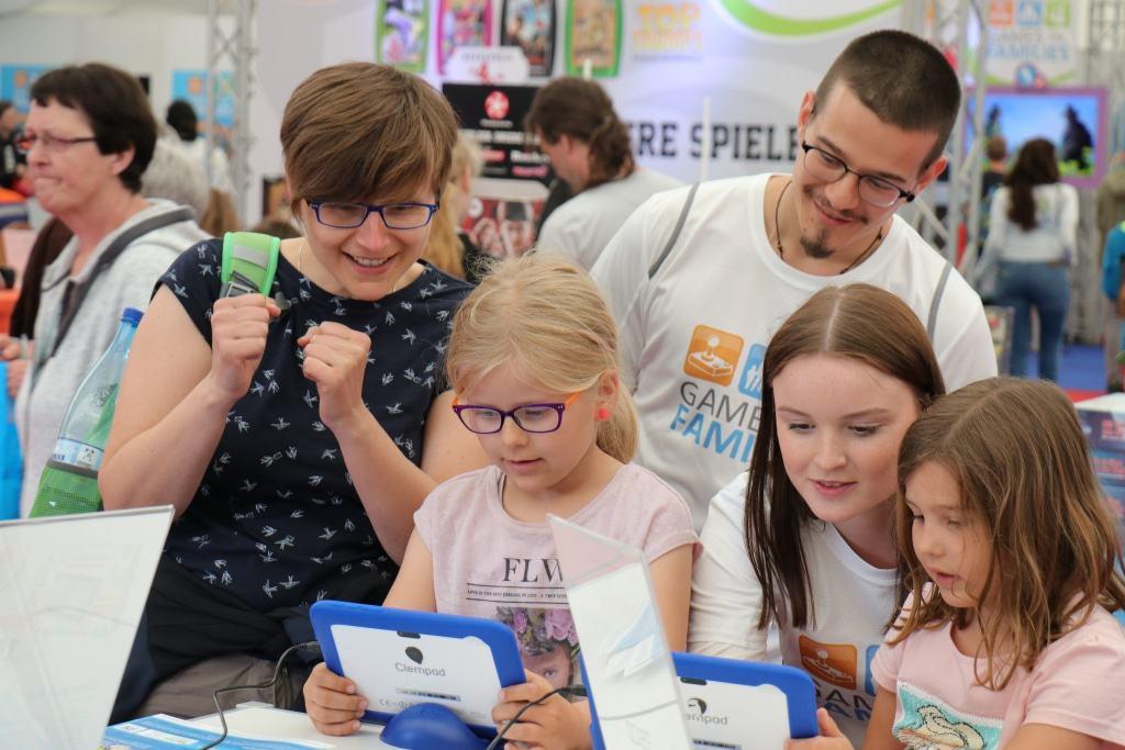 """Der Spielebereich """"Games for Families"""" bietet ein großes Repertoire an digitalen und analogen Spielen. (planetlan GmbH/planetlan GmbH)"""