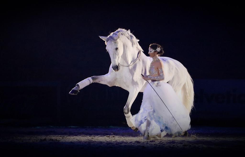 Alizée Froment: Die französische Ausnahmekünstlerin und Grand-Prix-Reiterin gehört zu den Top-Stars der Nacht der Pferde. Copyright: Sophie Pierret