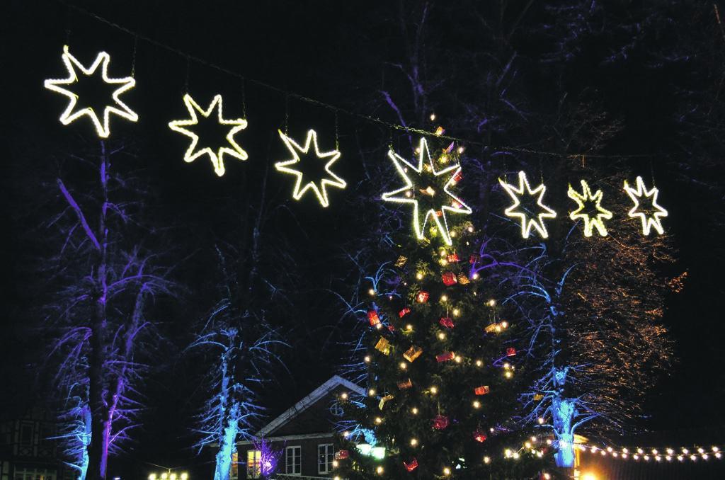 Zur Weihnachtszeit gibt es im Heideort Bad Bevensen jedes Jahr einen Weihnachtsmarkt mit Lichterglanz, weihnachtlichem Budenzauber und einem abwechslungsreichen Programm rund um den Kirchplatz in der Innenstadt von Bad Bevensen. (c) BBM/ Marta Kowalska