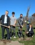 Feierstunde und Baumpflanzaktion mit Schüler*innen in der Naturpark- Schule OBS Hanstedt; © Naturparkregion Lüneburger Heide e.V.