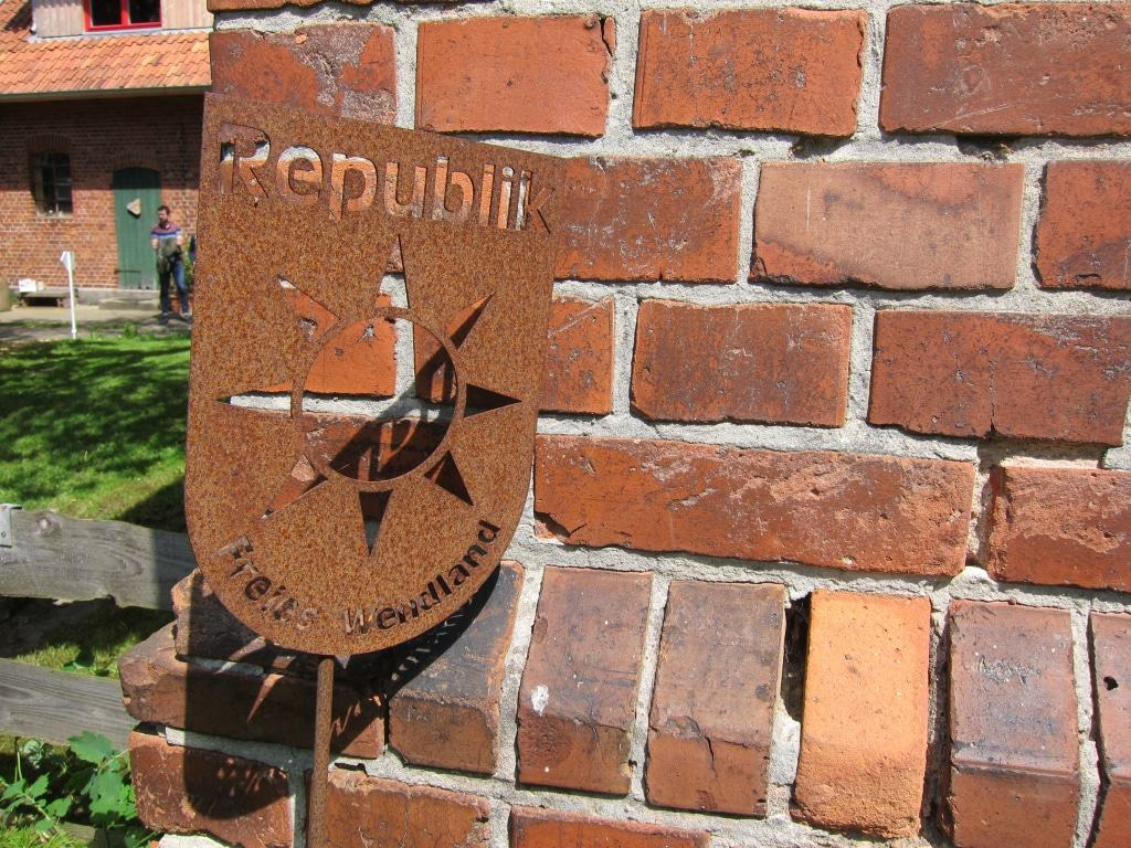 Wappen der Republik Freies Wendland als Symbol der Atomkraftgegner im Wendland