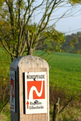 Hinweisschild Nordpfad Gilkenheide, Foto: Petra Reinken