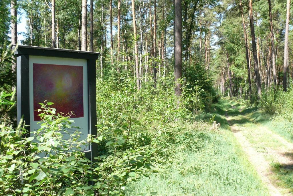 """Das Bild """"Zusammenklang"""" von Frauke Thein auf dem Inspirationsweg thematisiert die Harmonie. Foto: Petra Reinken/Wortwolf"""
