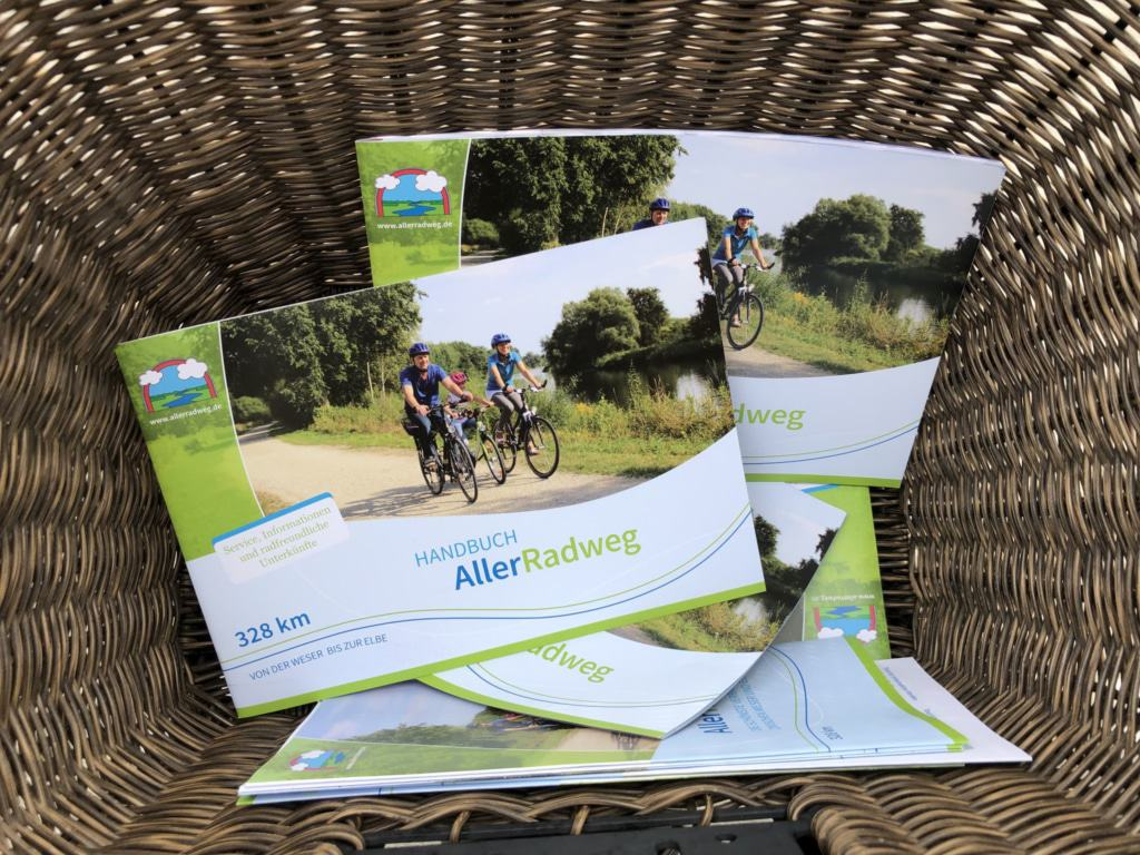 Das neue Handbuch zum Aller-Radweg ist ab sofort gedruckt und zum Download erhältlich (Copyright: Celle Tourismus und Marketing GmbH)