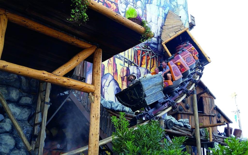 Neu: Safari-Blitz – Die größte mobile Indoor-Achterbahn der Welt! Foto: Serengeti-Park