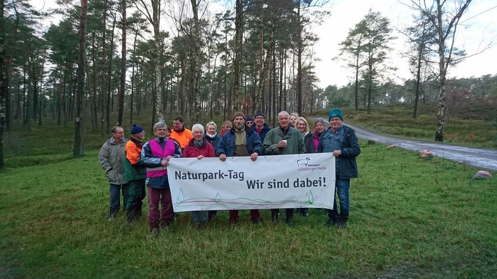 Wanderfreunde Nordheide am Brunsberg  © Naturpark Lüneburger Heide e.V.