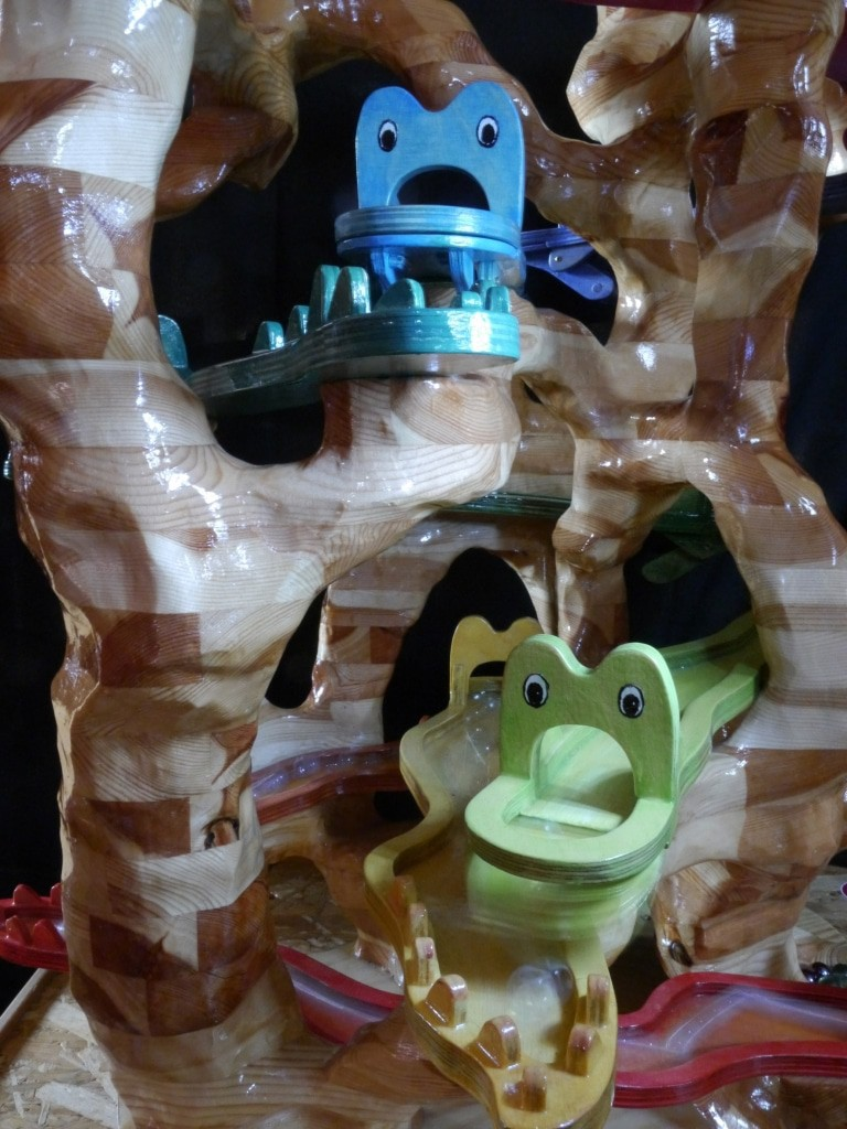 Neu in diesem Jahr: Die Wuslibahn, in der Riesenwürmer in allen Regenbogenfarben Murmeln schlucken und wieder ausspeien.