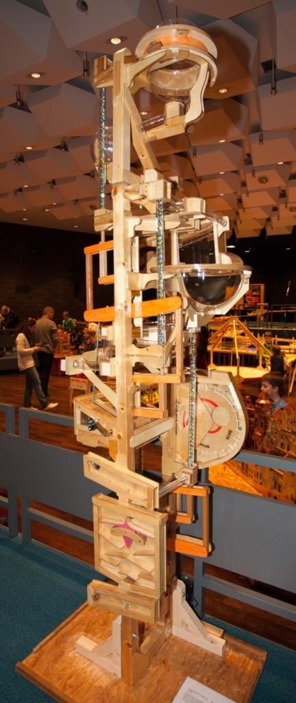 4-Zylinder-Murmelaufzug zum Kurbeln, Foto: Spielmuseum Soltau
