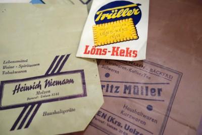 Aus der neuen Ausstellung Einzelhandel im Museumsdorf Hösseringen: historische Papiertüten
