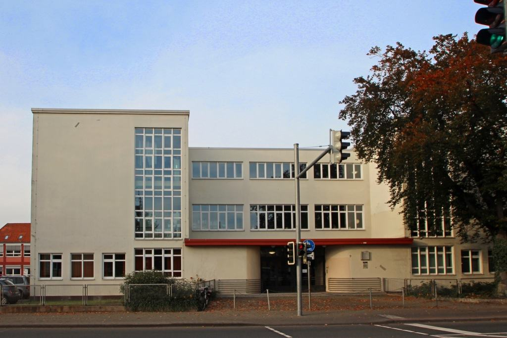 """Die Altstädter Schule, auch als """"Glasschule"""" bekannt, erbaut 1926/28. Foto: ©CTM GmbH; www.celle-tourismus.de"""