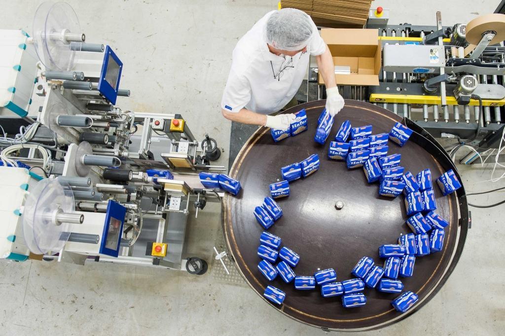 Einblick die Produktion bei der Besucherführung der Bauck GmbH in Rosche - jeden zweiten Freitag im Monat
