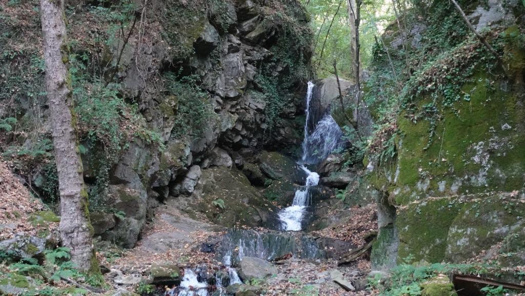 Yavornishki-Wasserfall im Naturpark Belasitsa