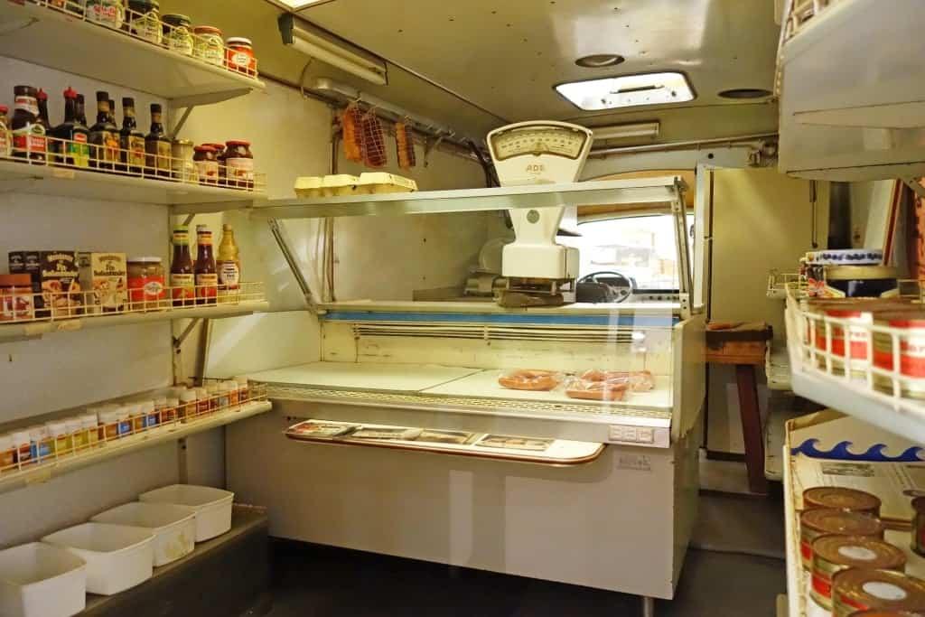 Blick ins Innere des Hanomag-Verkaufswagens