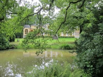 Landschaftspark Breidingsgarten in Soltau: Teich mit Gartenvilla