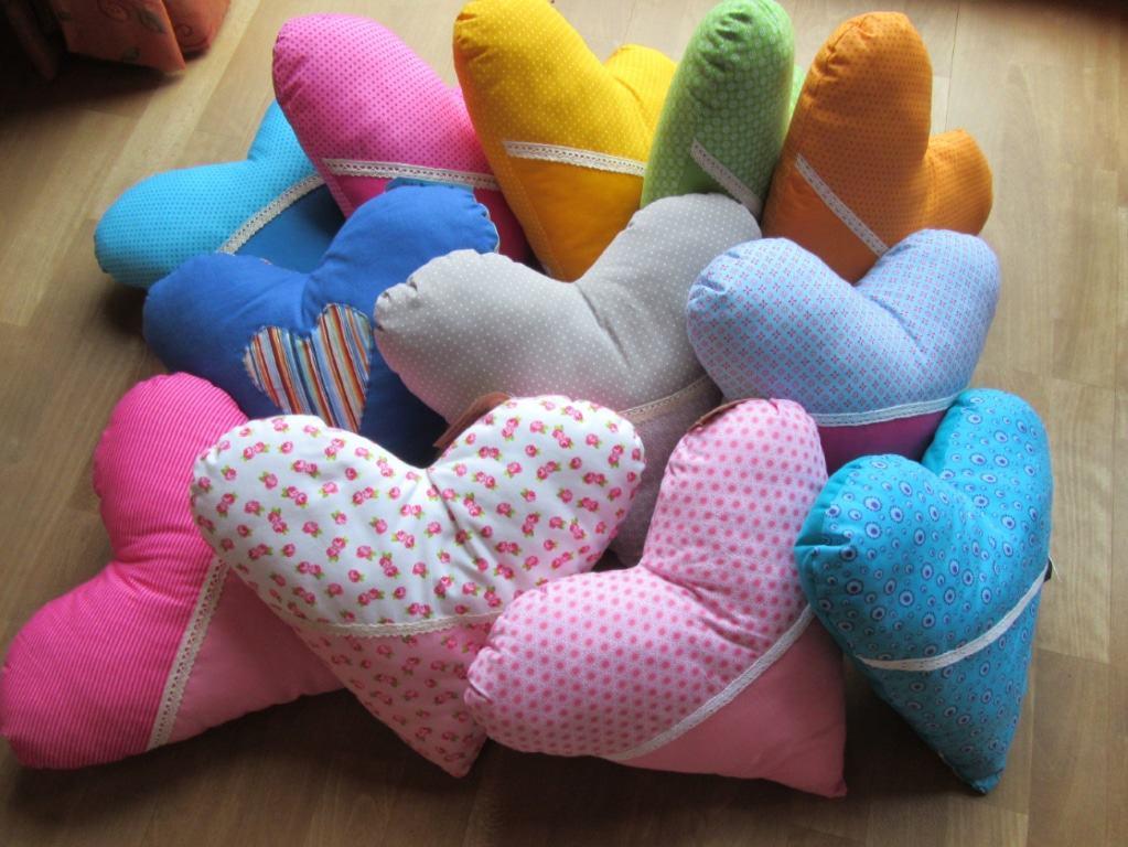 Herzkissen programmiert mit Liebe, Urvertrauen und Wohlfühlen von Sabine Eggersglüß