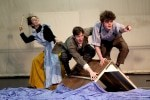 Tante Polly (Verena Saake), Huckleberry Finn (Alexander Prizkau) und Tom Sawyer (Marius Lamprecht). Foto: Uwe Dreysel