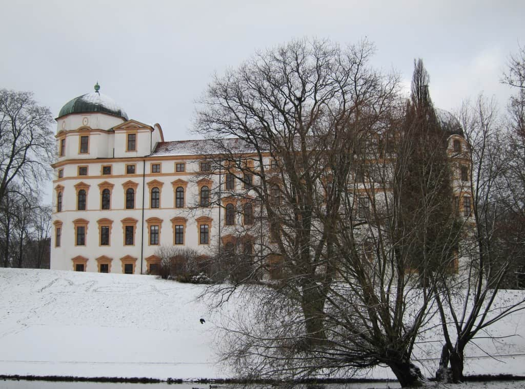 Winterlandschaft mit Schnee am Celler Schloss