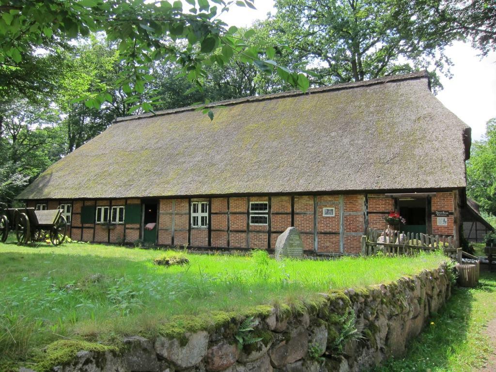 """Erfahren Sie mehr über das Leben der Heidebauern im 19. Jahrhundert im Heidemuseum """"Dat Ole Hus"""" in Bispingen-Wilsede"""