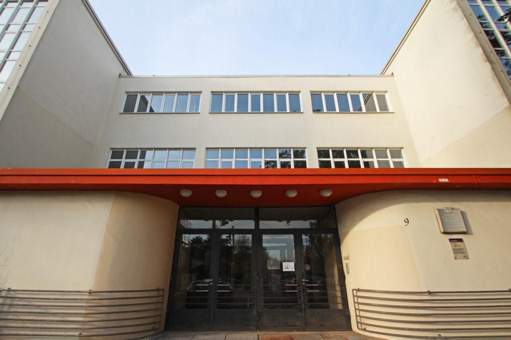 Eingangsbereich der Altstädter Schule, die noch heute als Grundschule genutzt wird.  ©CTM GmbH; www.celle-tourismus.de