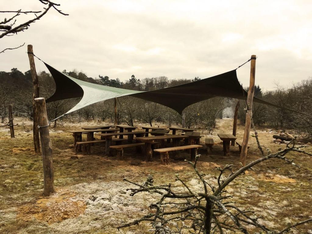 Grünes Klassenzimmer im WPZ Ehrhorn: Ein Wettersegel bietet ab Frühjahr Schutz vor Sonne und Regen. (Foto: Niedersächsische Landesforsten)