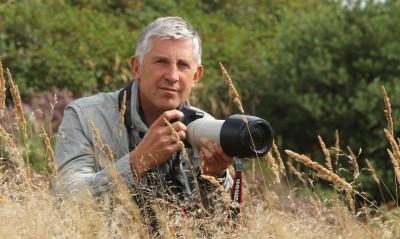Forstingenieur und Wolfsberater Theo Grüntjens fotografiert seit über 30 Jahren die Heide und ihre faszinierende Tierwelt.  © Aktion Fischotterschutz e.V.