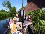In Gnarrenburg, dem einzigen Torfhafen der Region, werden Fahrten mit dem historischen Torfkahn angeboten. Foto: TouROW