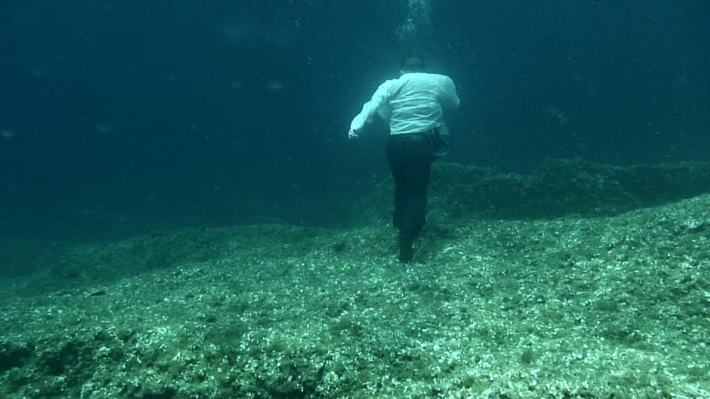 Simon Faithfull, Going Nowhere 2, HD video, 5min 2011.