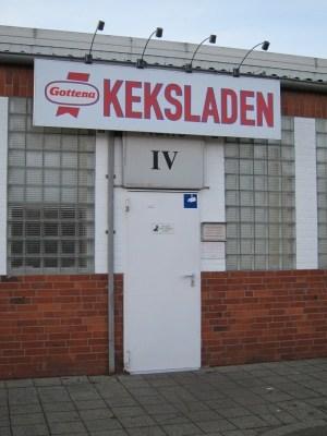Eingangstür Gottena-Werksverkauf am Bahnhof Schneverdingen