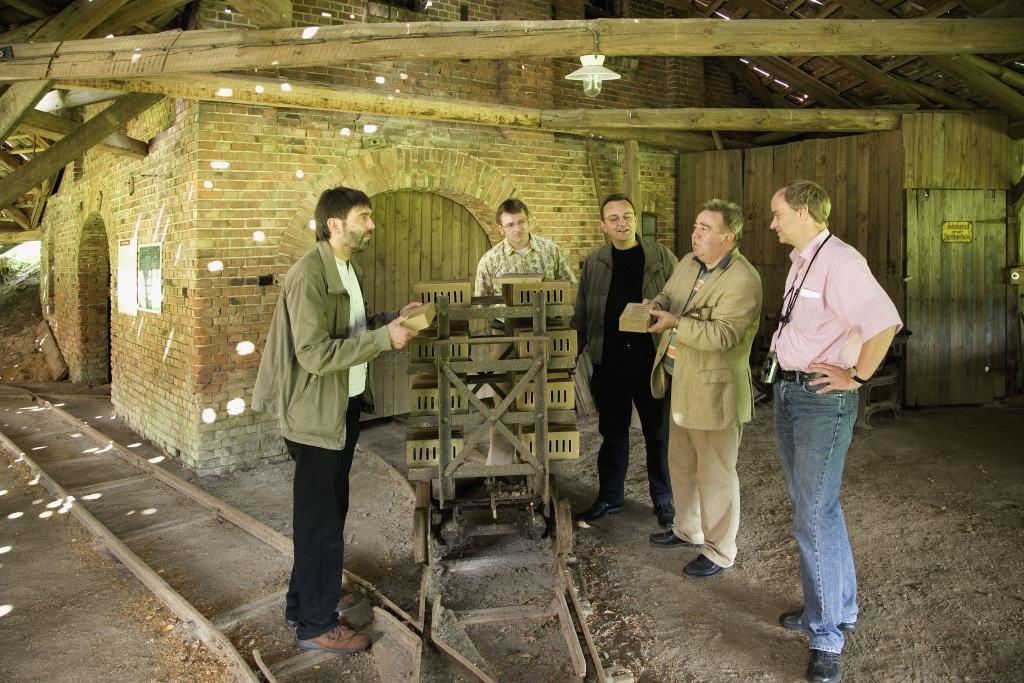 Führung in der historischen Ziegelei Pape in Bevern Foot: R. Lubricht für TouROW
