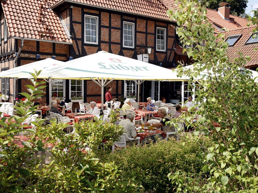 Hotel Löns-Krug in Gifhorn-Winkel: Mit deutscher Küche und Heidschnuckenspezialitäten Foto: Südheide Gifhorn