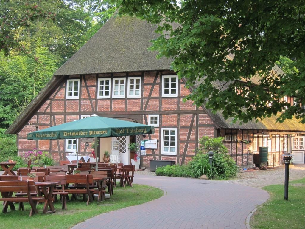 Hotel und Restaurant Hof Tütsberg - Außenansicht mit Biergarten
