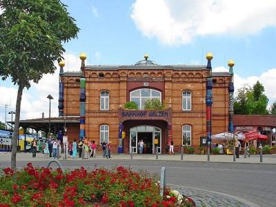 Frontansicht Hundertwasserbahnhof Uelzen, Foto Stadt Uelzen