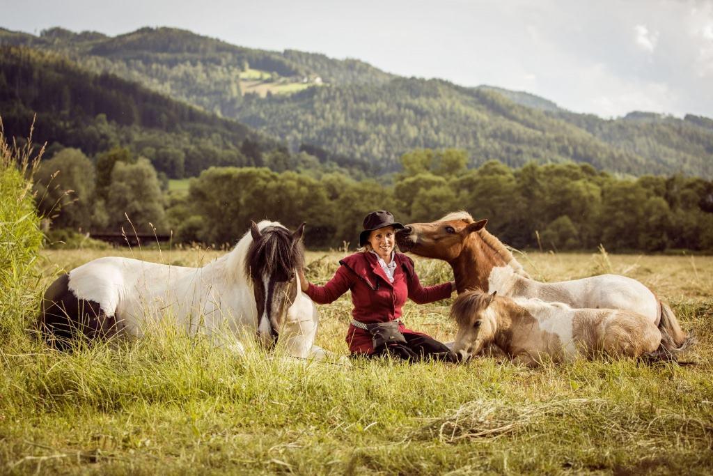 Katharina Schneidhofer aus Österreich präsentiert ihre verzauberten Ponys. Foto: Fachausstellungen Heckmann