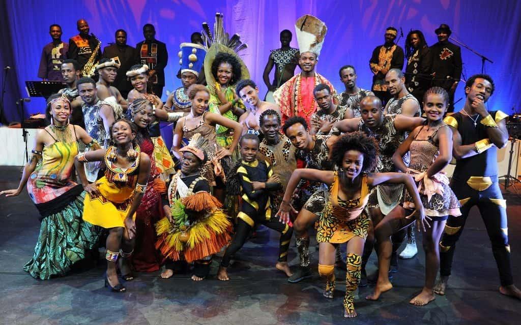 """14 Künstler treten täglich in der neuen Show """"Mother Africa – Heia Safari"""" auf, Foto: Serengeti-Park"""