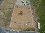Luftbild von den Bauarbeiten am Abenteuer-Labyrinth Lüneburger Heide Stand: 27.04.2018 Gut zu sehen ist das Holzstecksystem, das jederzeit umgesteckt werden kann.