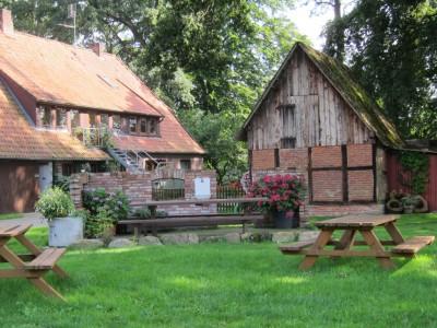 Sitzplätze im Garten am Melkhus in Heber
