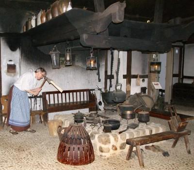 Feuerstelle im Flett in einem alten Bauernhaus des Museumshofes Winsen (Aller), Foto: Winser Heimatverein