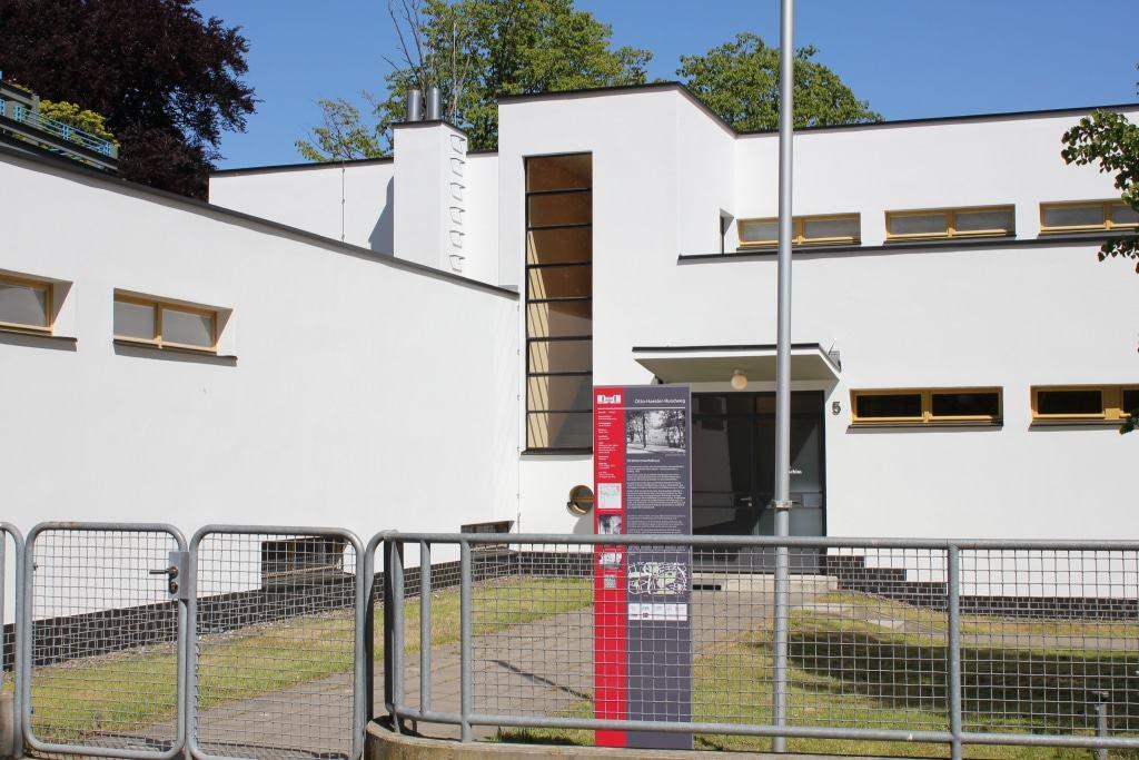 Info-Stelen geben geben Informationen zum jeweiligen Gebäude und verweisen per QR Code auf die neue Website (Copyright: Celle Tourismus und Marketing GmbH   Fotograf: Marcus Feuerstein)