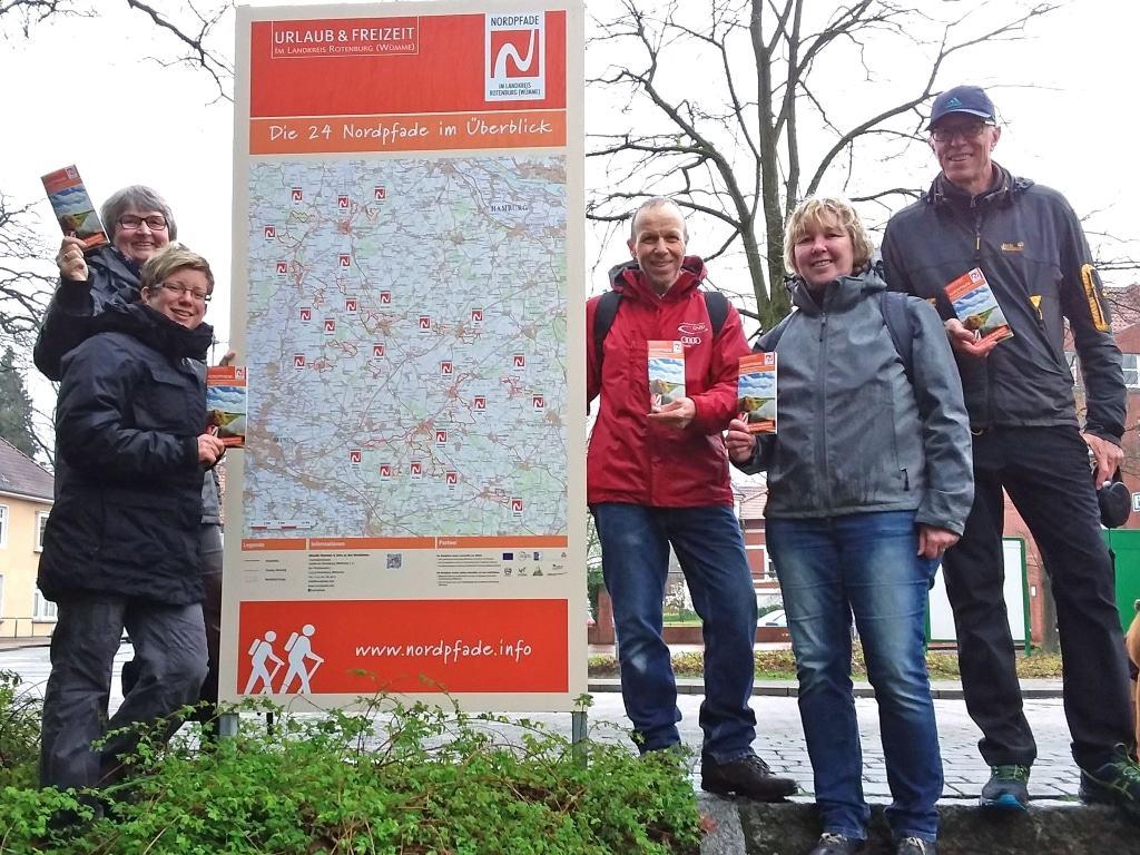 NORDPFADE-Wanderer sind mit dem neuen Tourenbegleiter unterwegs © TouROW.de